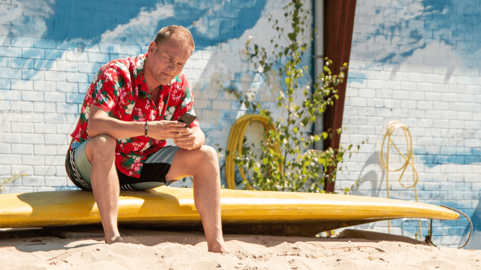 1920x1080 Chris sitting on a surfboard